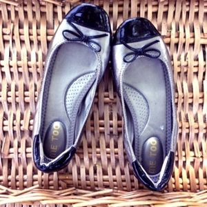 Me Too Luca 5 silver and black flats